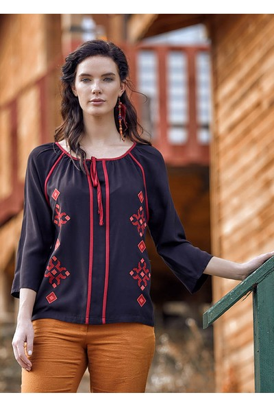 Clandestino Otantik İşlemeli Yaka Detaylı Bluz Siyah