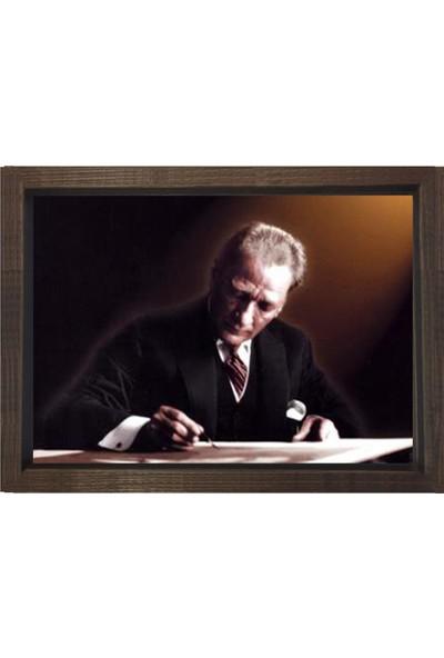 Deniz Çerçeve Atatürk Yazı Yazarken Tablosu Kahverengi Ahşap Çerçeve