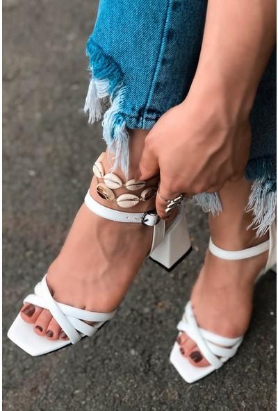 Diyoza Deri Bilekten Kemerli Beyaz Topuklu Ayakkabı