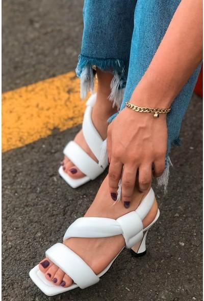 Soto Bantlı Arkadan Lastikli Beyaz Topuklu Ayakkabı