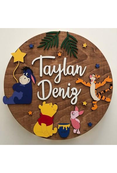 Atölye Selçukum Işıklı Isme Özel Ahşap Bebek Odası Kapı Süsü - Winnie The Pooh Daire 40 cm Çap