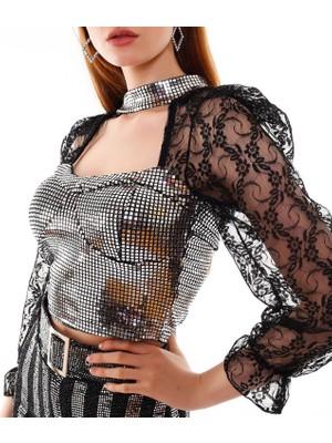 Fivi Kadın Kolları Tül Detaylı Parlak Gümüş Taşlı Bluz