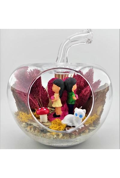 Eba Kuru Çiçek Teraryum Pembe Kalp Üstünde Çiçek Tutan Sevgililer