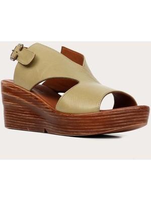 Bueno Shoes Deri Haki Kadın Dolgu Topuklu Sandalet