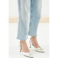 Mio Gusto Zoey Beyaz Kısa Topuklu Taşlı Abiye Ayakkabı