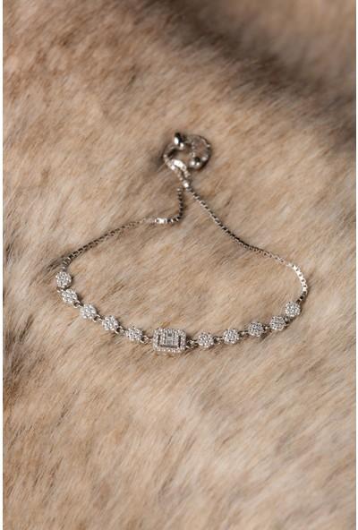 Hiç Gümüş Zirkon Taşlı Elmas Motifli Gümüş Beyaz Altın Kaplama Kadın Gümüş Bileklik 925 Ayar