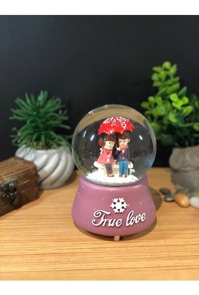Çiko Toys True Love Romantik Çiftler Püskürtmeli Müzikli ve Işıklı Büyük Boy Kar Küresi