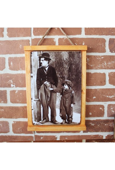 T-Bek Rustik Ahşap Çerçeveli Vintage Metal Pano Charlie Chaplin 20X30
