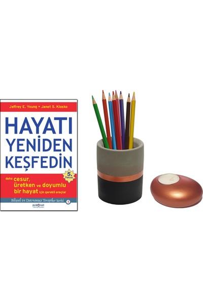 Hayatı Yeniden Keşfedin / Jeffrey E. Young + Betonsu Tasarım Beton Silindir Kalemlik + Taş Model Beton Tealight Mumluk (Bakır Renk)