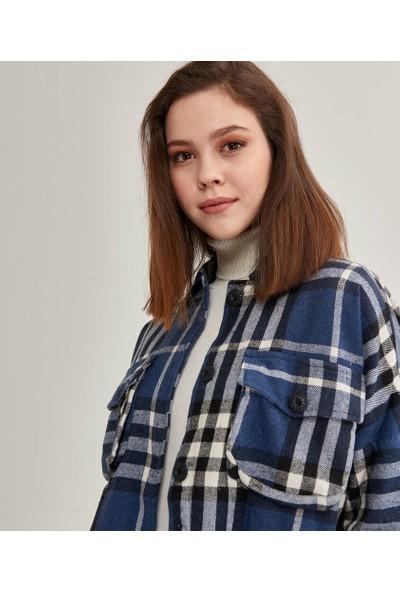 Şamdan Kadın Lacivert Gömlek