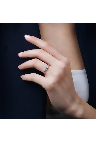 Kairos Kadın Zirkon Beyaz Baget Taşlı 925 Ayar Gümüş Yüzük