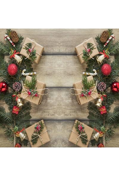 Henge Baskılı Duş Perde Ahşap Masa Çam Kozalakları Dallar Ile Noel Hediye Paketleri
