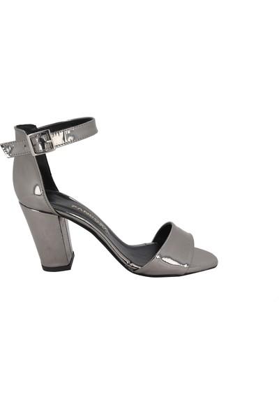 Pandora Moda Platin Rugan Topuklu Kadın Ayakkabı Y-AK609