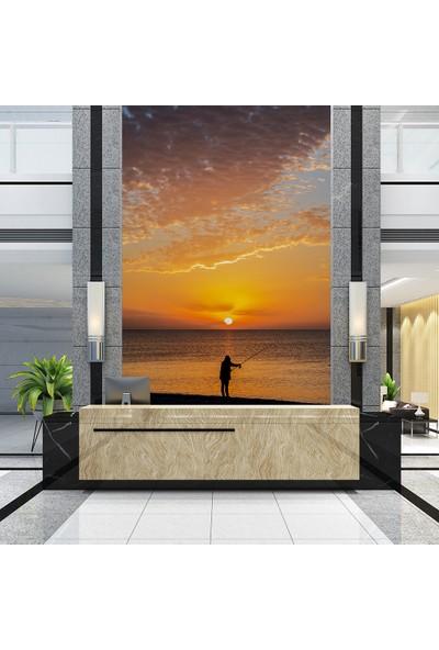 Penta Konyaaltı Sahilinde Gündoğumu ve Balıkçı Duvar Posteri - 100 x 150 cm