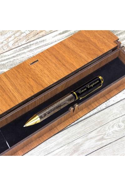 Hediye Rengi İsme Özel Tuğra Kabartmalı Tükenmez Kalem Ve Ahşap Kutu Seti