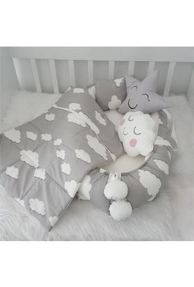 Modastra Babynest Gri Beyaz Sevimli Bulut Desenli Uyku Seti Baby Nest