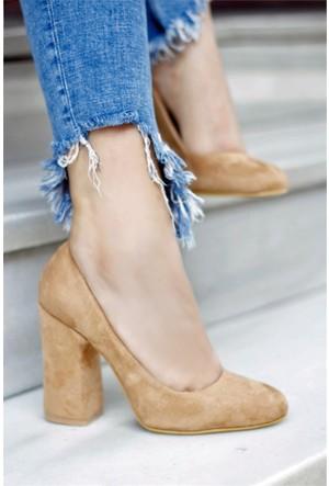 İnce Topuk Topuklu Ayakkabı Krem Rengi