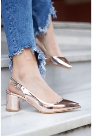 İnce Topuk Topuklu Sandalet Altın