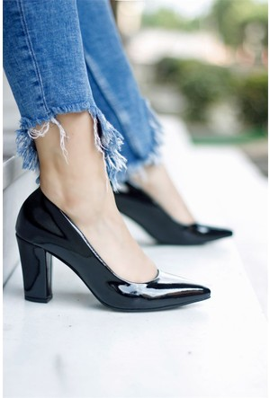 İnce Topuk Kalın Topuklu Ayakkabı Siyah