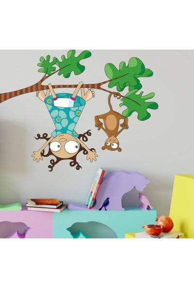 DekorLoft Yaramaz Kız ve Maymun Çocuk Odası Duvar Sticker CS-281