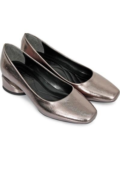 Gönderi® Küt Burun Kısa Kalın Topuklu Kadın Günlük Ayakkabı 30701