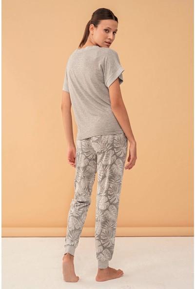 Feyza 4121 Bayan Paça Manşetli Deve Tabanı Desenli Kısa Kol Gri Pijama Takımı