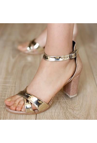 Classy Kadın Simli Bilekten Bağlamlı Topuklu Ayakkabı