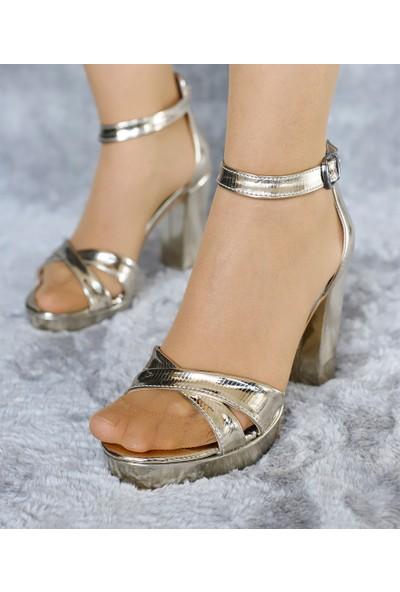 Classy Kadın Çapraz Bantlı Açık Topuklu Ayakkabı