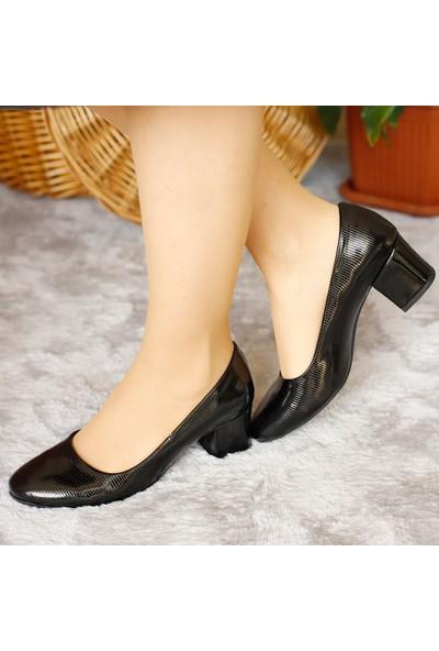 Classy Kadın Siyah Deri Kısa Topuklu Ayakkabı