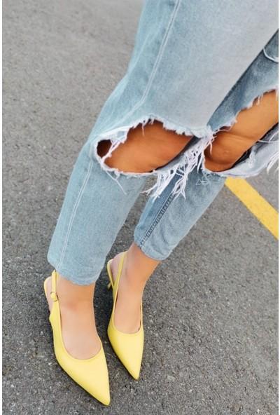 Cara Deri Sivri Uçlu Arkası Açık Kemerli Sarı Alçak Topuklu Ayakkabı
