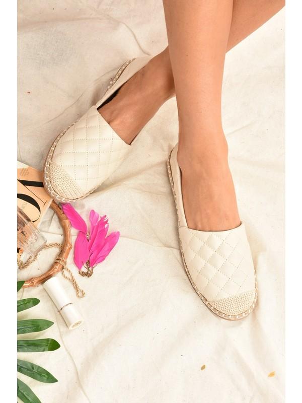 Fox Shoes Bej Kapitone Kadın Ayakkabı D280250009
