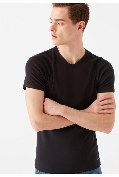 Mavi Erkek V Yaka Siyah Basic Tişört 061313-902