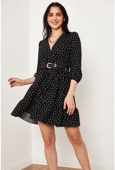 Hadise Kruvaze Yaka Desenli Elbise Siyah