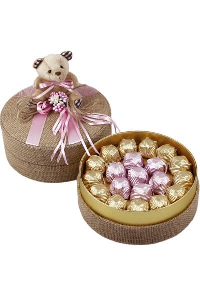 Nuga Pembe Süslü Ayıcıklı Hasırlı Yuvarlak Kutu Special Çikolata