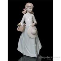 Beyaz Elbiseli Kız Figürlü Porselen Biblo