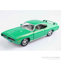 Motomax 1969 Pontiac GTO Judge 1/24 Die Cast Model Araç