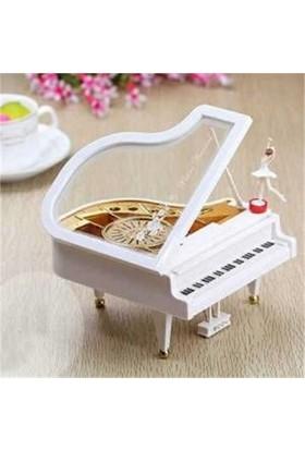 Klasik Dans Eden Piyano