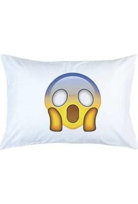 Hediye Mucidi Korkan Emoji Yastık Kılıfı