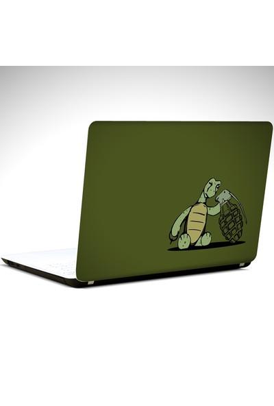 Dekolata Kablumbağa ve El Bombası Laptop Sticker Boyut LAPTOP 10 İnch (25X19)