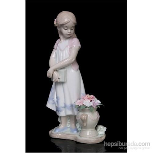 Çiçek Ve Kız Figürlü Porselen Biblo