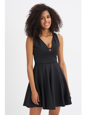 Quzu Volanlı Yaka Detaylı Kolsuz Elbise Siyah