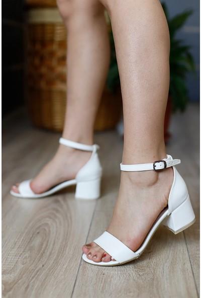Classy Kadın Tek Bantlı Beyaz Topuklu Ayakkabı