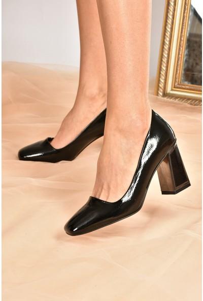 Fox Shoes Siyah Rugan Kalın Topuklu Kadın Ayakkabı K820401508