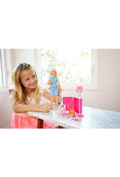 Barbie Seyahatte Bebeği ve Aksesuarları, Köpekçik, Bavul ve 10'dan Fazla Aksesuarlı FWV25