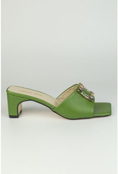 Kadın Yeşil Cilt Önü Taşlı Terlik