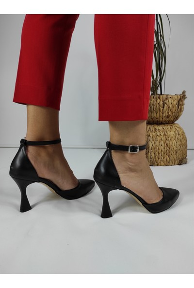 Masis Amari Siyah Bilek Bantlı Stiletto
