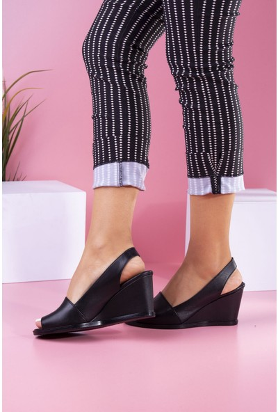 Tuğrul Ayakkabı Dolgu Topuklu Siyah Cilt Kadın Sandalet