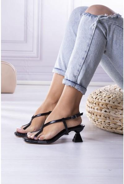 Park Moda Şeffaf Tek Bant Ökçe Detaylı Siyah.rugan Kadın Topuklu Ayakkabı