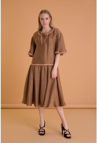 Şerit Detaylı Tütün Rengi Keten Midi Elbise