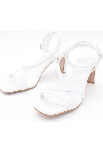 Black White Topuklu Ayakkabı AP-1003 - Beyaz